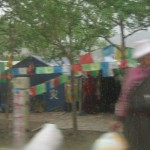 hg8-woman-shopping-in-rain