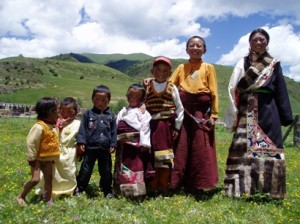 Children in the Surmang Valley, Image courtesy of Khenpo Tsering