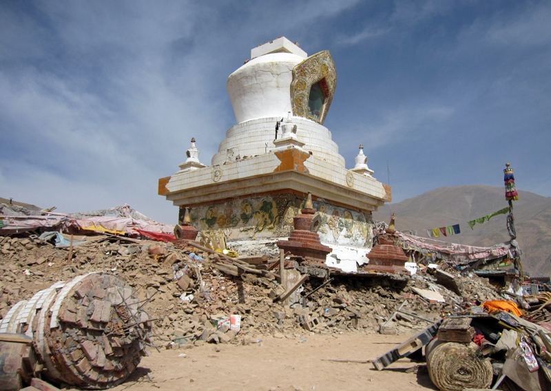Stupa in Jyekundo, whose top has fallen to the ground. Photo by Khenpo Tsering.