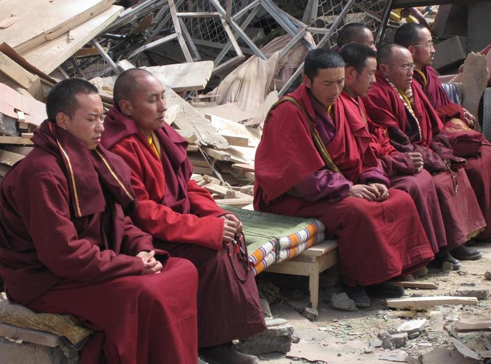 Trungpa XII Rinpoche, Aten Rinpoche and monks from Surmang pray for earthquake victims