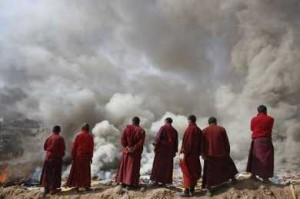 Tibetan monks chant at cremation for the earthquake victims in Jyekundo, courtesy of Alernet
