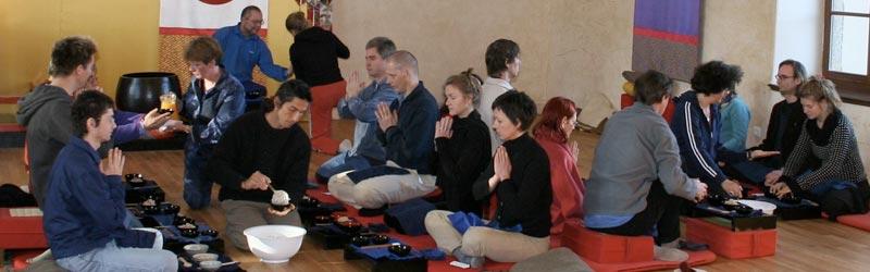 Oryoki practice during an intensive meditation retreat