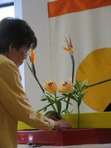 Watanabe Sensei arranging (2)